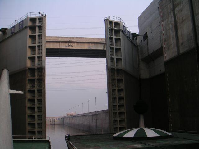 099-yangze-river-3-gorges-dam-lock