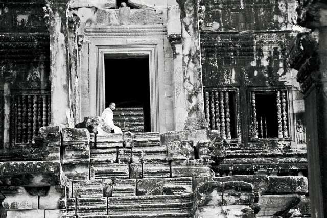 angkor-monk-1