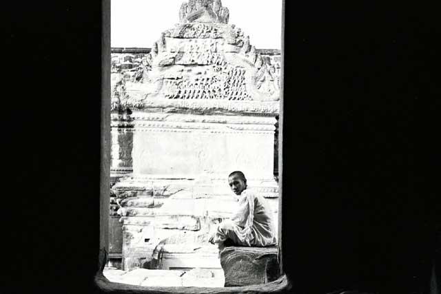 angkor-monk-3